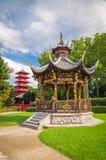 中国庭院房子和塔在布鲁塞尔,比利时 免版税库存图片