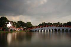 中国庭院桥梁 免版税图库摄影