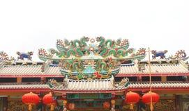 中国式在寺庙的龙雕象 库存照片