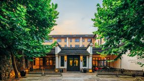 中国式大厦的门 免版税库存照片
