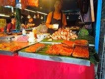 中国式烤肉卖了在Chatuchak周末市场,泰国上 免版税库存照片