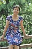 中国成熟妇女在公园 免版税图库摄影