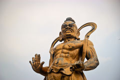 中国战士神的古铜色雕象 免版税库存图片