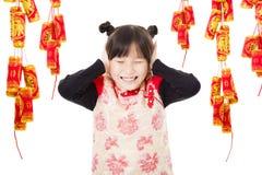 中国新年好 使用与爆竹的孩子 免版税图库摄影