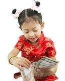 中国新年好 用传统汉语的逗人喜爱的亚裔女孩 免版税库存图片