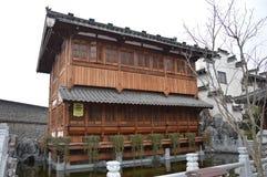 中国木头和石头庭院 免版税库存照片