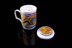 中国杯子龙装饰品红色茶 免版税库存图片