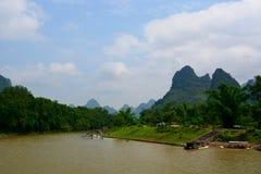 中国桂林李河巡航小船 免版税图库摄影