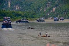 中国桂林李河巡航小船 库存照片