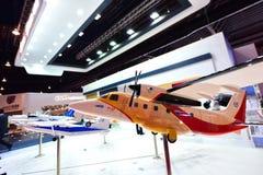 中国民用Aicraft Y12F孪生引擎涡轮螺旋桨发动机客机模型在显示的在新加坡Airshow 库存照片
