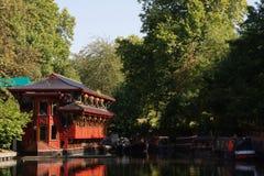 中国湖边餐馆 免版税库存图片