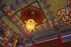 中国灯和天花板寺庙 库存图片