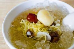 中国点心,寒冷煮沸了银杏树用在泰国的龙眼汤 库存图片