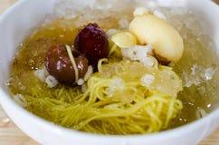 中国点心,寒冷煮沸了银杏树用在泰国的龙眼汤 免版税库存照片