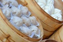 在热的蒸的中国小圆面包快餐 免版税库存图片
