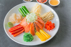 中国生鱼沙拉,中国的当地人 免版税库存图片
