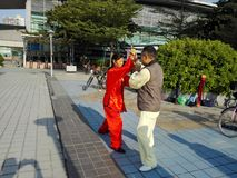 中国男人和妇女实践上实践tai池氏 免版税库存图片