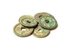 中国的古老古铜色硬币白色的 库存图片