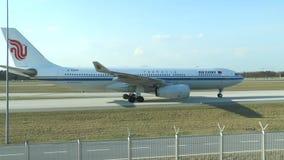 中国航空公司国航乘出租车的飞机在 股票录像