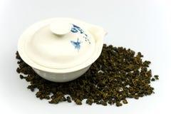 中国茶壶用茶叶 图库摄影