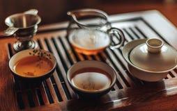 中国茶道,沈puer茶,透明玻璃, Pialats,茶具 免版税图库摄影