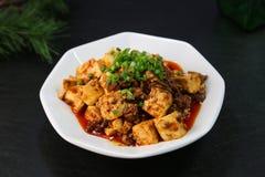 中国菜叫的'麻埠豆腐石'在日本,是豆腐用一个辣调味汁 免版税库存照片