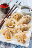 中国蒸汽dumplingsgioza以各种各样形成 库存图片