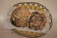 中国薤薄煎饼在篮子坐 免版税库存图片