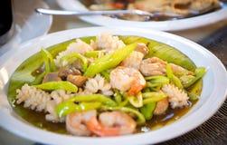 中国虾油煎与菜 库存图片