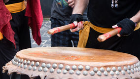 中国街道新年的节日的鼓手 库存照片