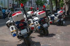 中国警察的Motobikes在上海街道的  免版税库存照片