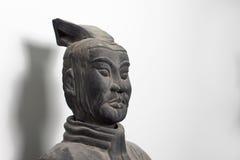 中国赤土陶器战士雕象面孔半外形  免版税库存图片