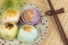 中国酥皮点心,中国的糖果盘 免版税库存照片
