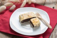 中国酥皮点心,饼红豆用在白色板材的黑芝麻 库存照片