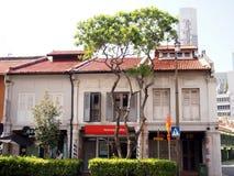 中国镇,新加坡- 2015年5月31日:老镇大厦丝光斜纹棉布葡萄牙样式在中国镇,新加坡 库存照片