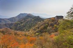 中国长城佩带的秋天 免版税库存照片