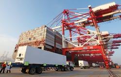 中国青岛端口集装箱码头 图库摄影