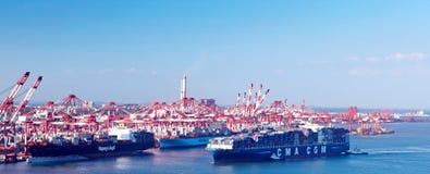 中国青岛端口集装箱码头 免版税图库摄影