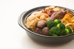 中国食物的混合在claypot,中国烹调的 库存图片