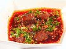 中国食物鸭子血液炽热汤用在白色ceram的荷兰芹 免版税库存图片