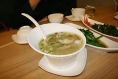 中国食物,在鸡汤的焦点,油煎了菜 免版税库存照片