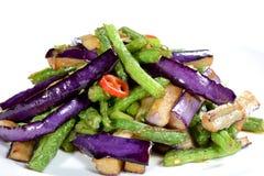 中国食物:油煎的茄子切片 免版税库存照片