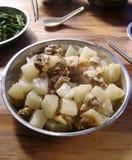 中国食物:被炖的牛的胸部肉用白萝卜 免版税库存图片