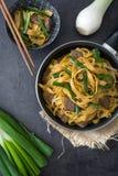 中国食物 牛肉在黑石头的食物mein 库存图片