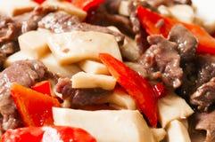 中国食物--蘑菇和牛肉 免版税库存照片