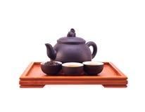 中国黏土托起绿色罐茶 免版税库存照片