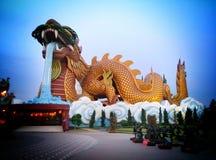 中国龙雕塑 免版税库存图片