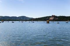 中国,北京 北京宫殿夏天 昆明湖和长寿小山看法  免版税库存照片