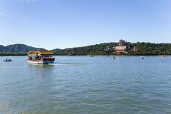 中国,北京 北京宫殿夏天 昆明湖和长寿小山 库存照片