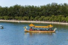 中国,北京 北京宫殿夏天 昆明湖,龙小船 免版税图库摄影